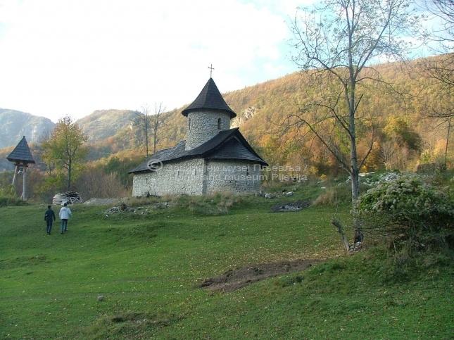 Манастир Довоља, са црквом